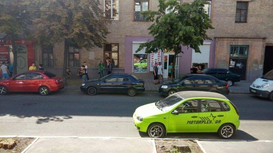 Под судом Харькова, где избирают меру пресечения патрульному, собрались активисты (ФОТО), фото-1