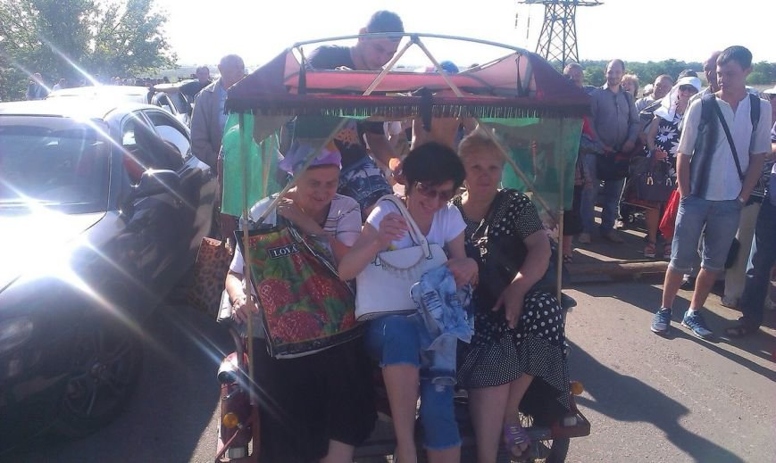 На  КПВВ «Марьинка» стали работать велорикши (ФОТОФАКТ), фото-2