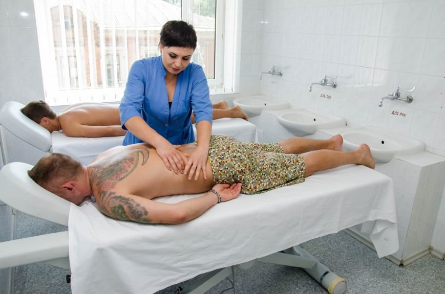 3 ... ходять на масажі,