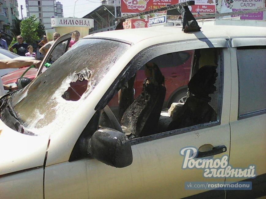 В Ростове на Темернике прохожие потушили горящий автомобиль, фото-3