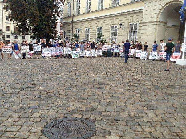 Під Ратушею активісти влаштували пікет (ФОТО), фото-2