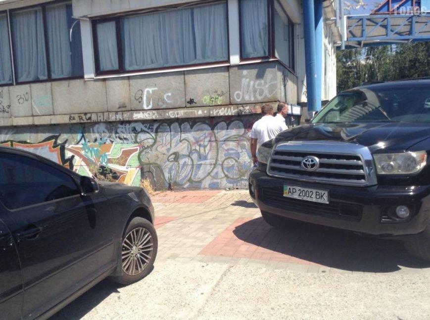 В Запорожье на Набережной разбирают площадку, прилегающую к кафе экс-депутата, фото-3