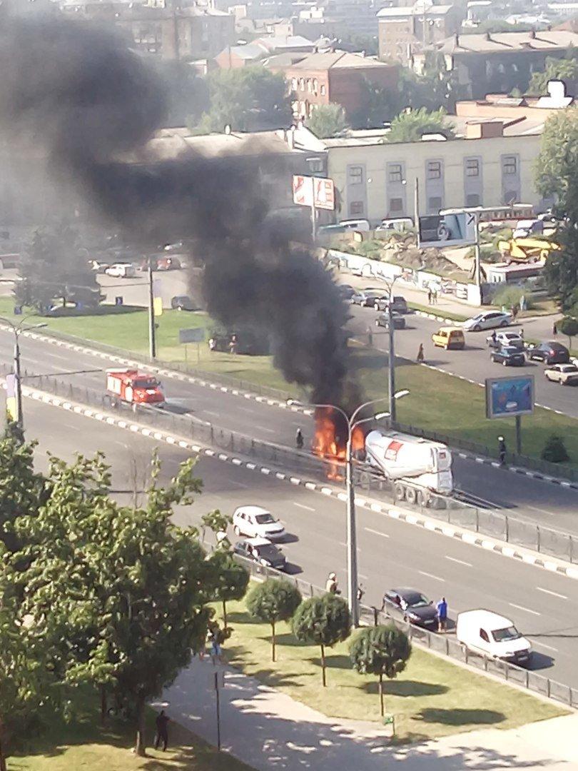 Пожар на проспекте Гагарина: на дороге загорелся цементовоз (ФОТО), фото-2