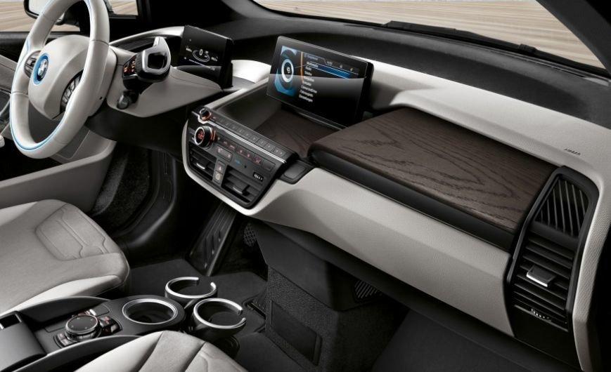 2017-BMW-i3-105-876x535