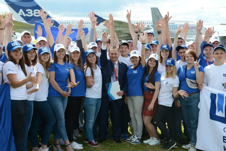 Сотня лучших молодых авиаторов Украины посетила престижный авиафорум Фарнборо в Лондоне, фото-1