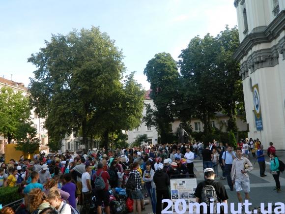 Тисячі паломників вирушили з Тернополя пішою ходою на прощу до Зарваниці (Відео, фото), фото-1