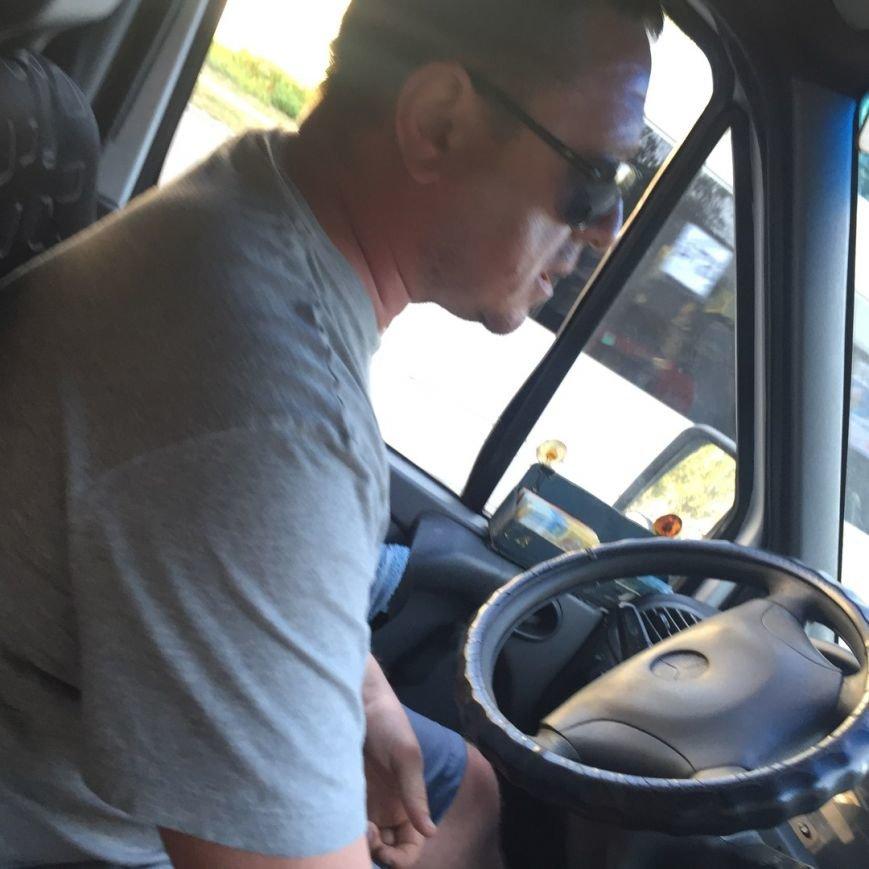 В Запорожье водитель маршрутки обозвал сироту тварью и не пускал в салон, фото-2