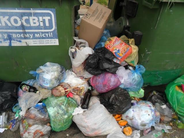 Львів'яни знову скаржаться на переповнені смітники (ФОТО), фото-1