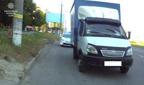 ДТП В Сумах: пьяный водитель на ГАЗ врезался в припаркованное авто (ФОТО), фото-1
