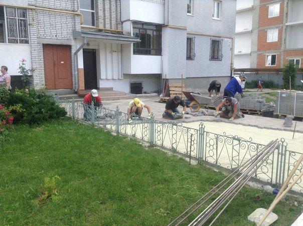 На вулиці Хмільовій триває капітальний ремонт тротуарів (ФОТО), фото-7