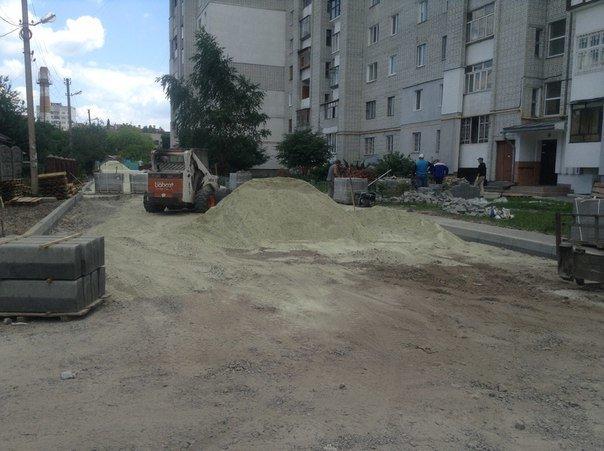 На вулиці Хмільовій триває капітальний ремонт тротуарів (ФОТО), фото-6