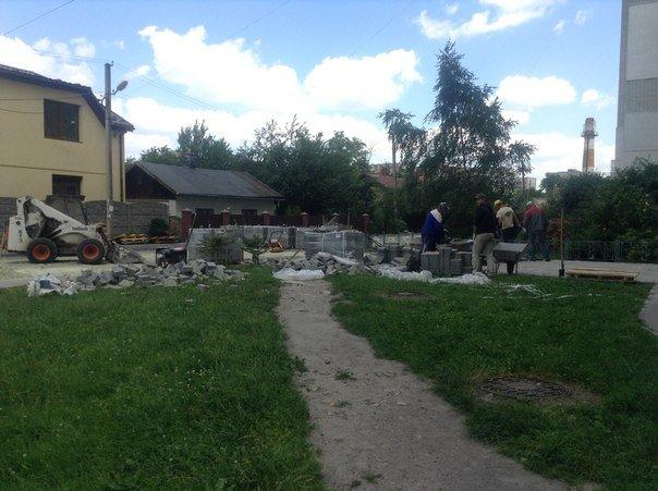 На вулиці Хмільовій триває капітальний ремонт тротуарів (ФОТО), фото-2