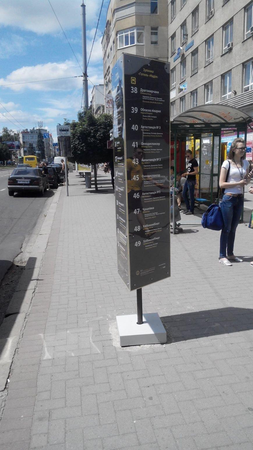 В Івано-Франківську з'явилися темні інформаційні таблиці, схожі на надгробки, фото-3