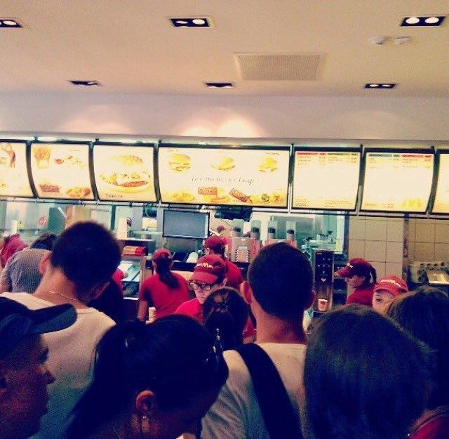 В Донецке в отжатом «МакДональдсе» открыли «республиканский ДонМак» (ФОТО), фото-1