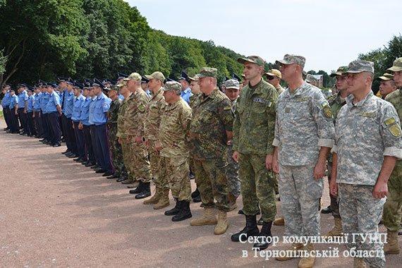 Близько 200 правоохоронців забезпечують безпечне перебування прочан під час загальнонаціональної прощі на Тернопільщині (фото), фото-3