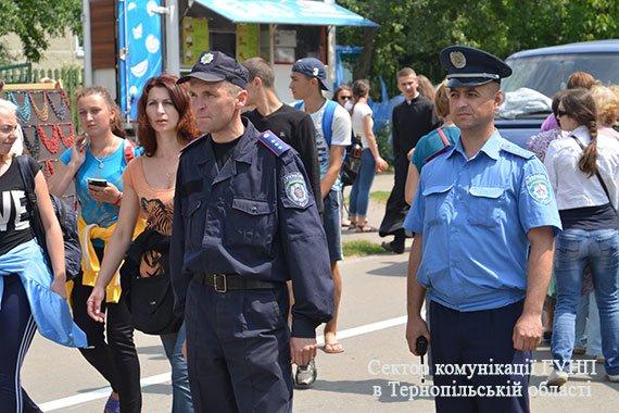 Близько 200 правоохоронців забезпечують безпечне перебування прочан під час загальнонаціональної прощі на Тернопільщині (фото), фото-1