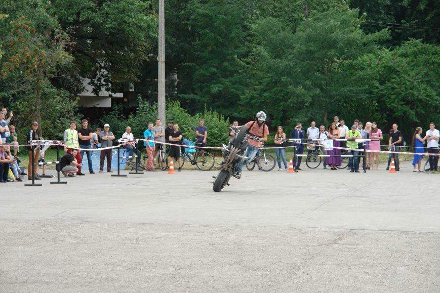 На міському озері мотоциклісти вражали небезпечними трюками. Фото, фото-7