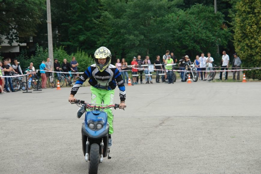 На міському озері мотоциклісти вражали небезпечними трюками. Фото, фото-6