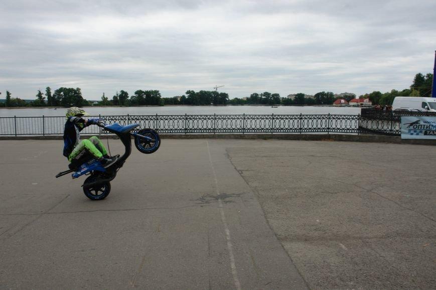 На міському озері мотоциклісти вражали небезпечними трюками. Фото, фото-2