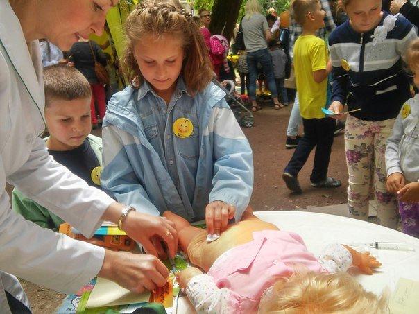 """Під час фестивалю """"Місто професій"""" діти переймали фах лікарів (ФОТО), фото-4"""
