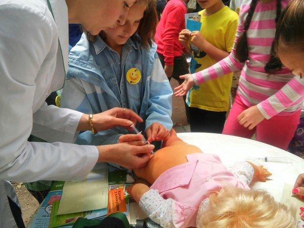 """Під час фестивалю """"Місто професій"""" діти переймали фах лікарів (ФОТО), фото-3"""