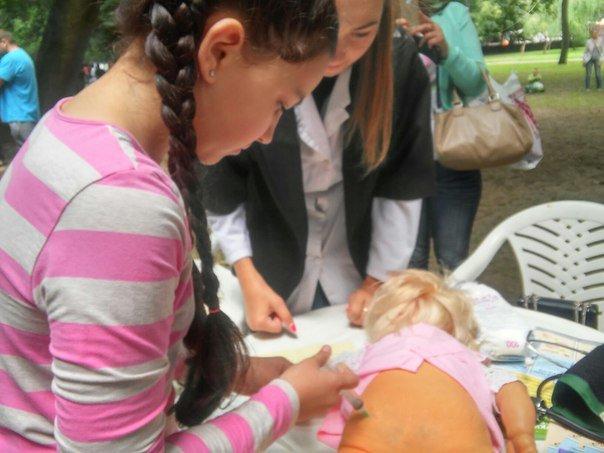 """Під час фестивалю """"Місто професій"""" діти переймали фах лікарів (ФОТО), фото-2"""