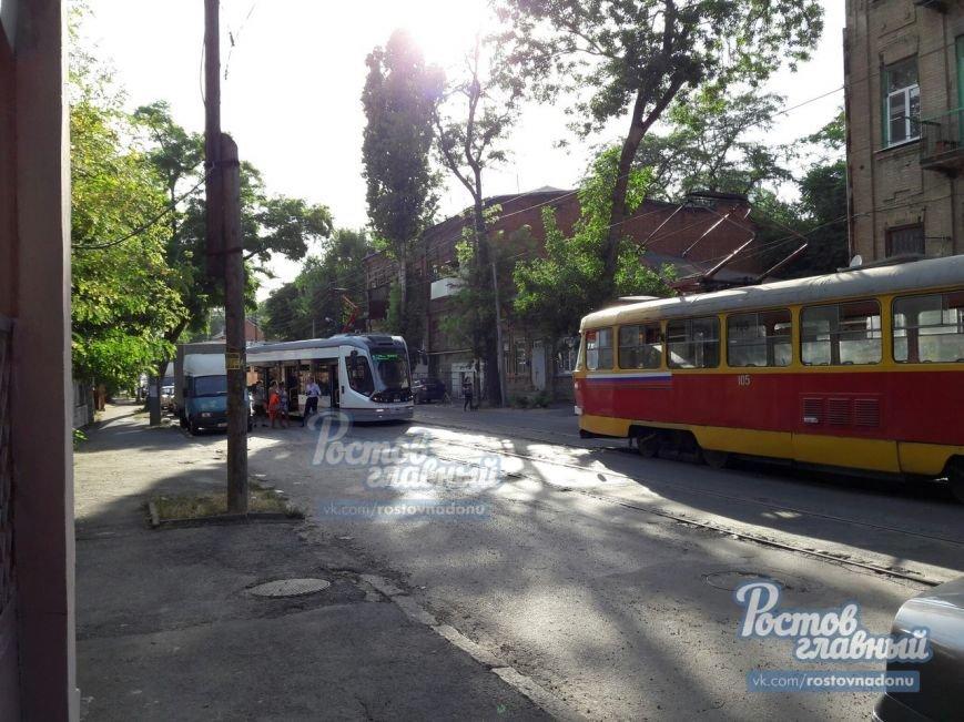 В Ростове новый низкопольный трамвай сошел с рельсов, фото-1