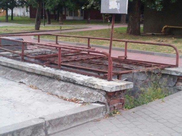 Львів'яни вимагають впорядкувати сквер біля пам'ятника Степану Бандері (ФОТО), фото-2