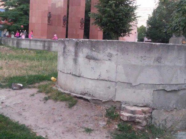 Львів'яни вимагають впорядкувати сквер біля пам'ятника Степану Бандері (ФОТО), фото-6