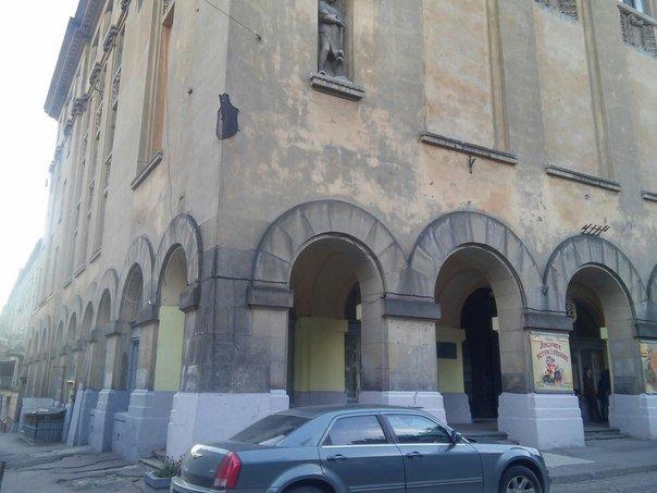 Львів'яни пропонують змінити зовнішній вигляд лялькового театру (ФОТО), фото-1