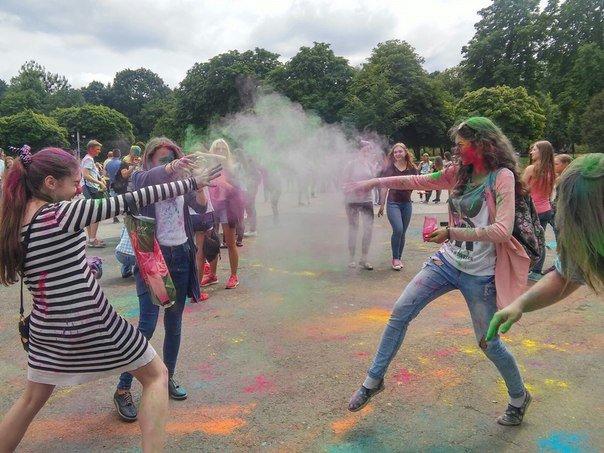 """У Парку культури відбувся фестиваль фарб """"Holiwood"""": як це було, фото-2"""