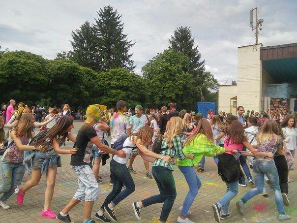 """У Парку культури відбувся фестиваль фарб """"Holiwood"""": як це було, фото-7"""