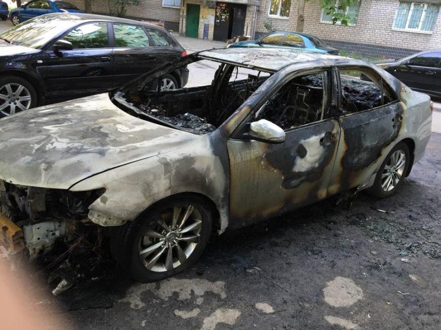 В Запорожье мужу депутата облсовета сожгли автомобиль (ФОТОФАКТ), фото-1