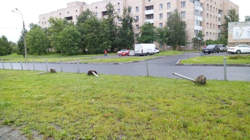 На тротуарах улицы Генерала Хазова срезан асфальт, фото-3
