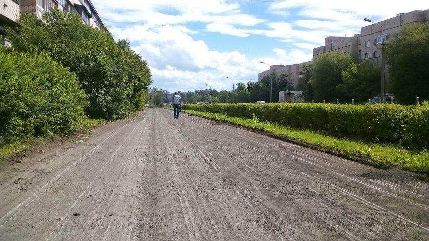 На тротуарах улицы Генерала Хазова срезан асфальт, фото-5