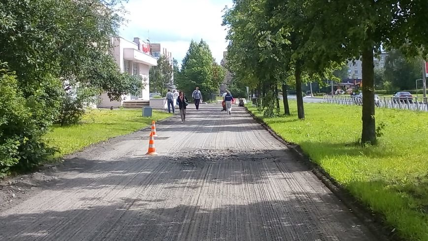 На тротуарах улицы Генерала Хазова срезан асфальт, фото-6