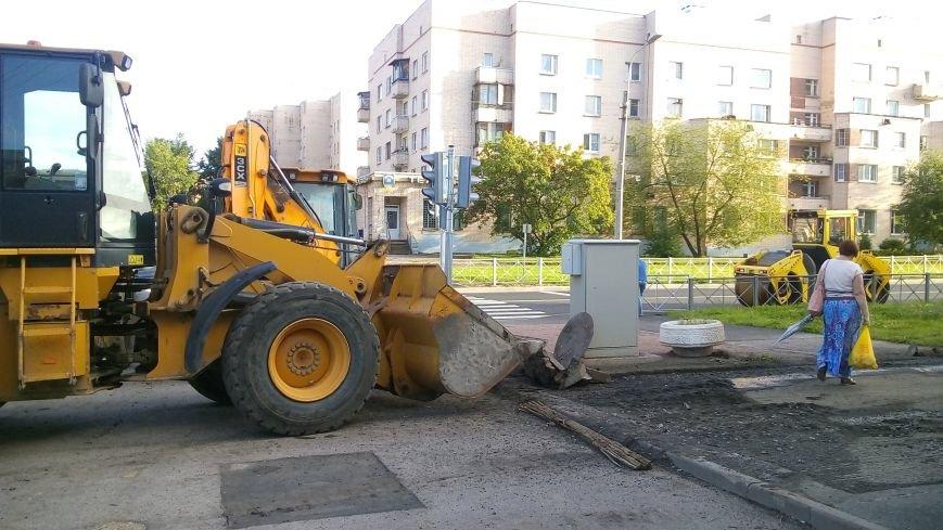 На тротуарах улицы Генерала Хазова срезан асфальт, фото-2