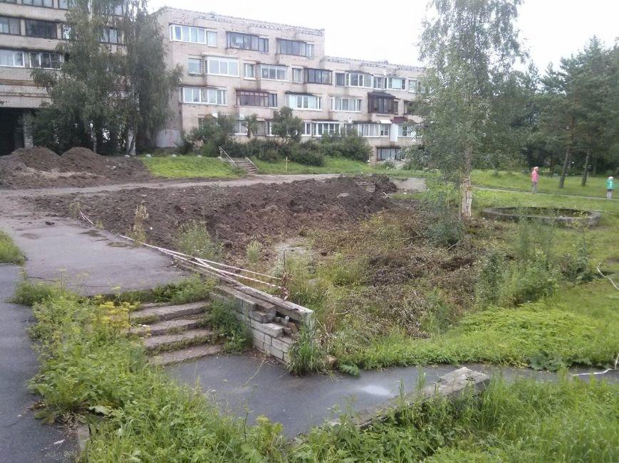 Жители домов на Детскосельском бульваре ждут реновации дворовых бассейнов, фото-1