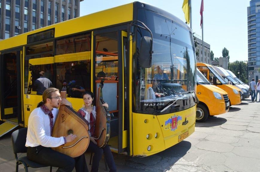 Запорожцы будут ездить в пригород на новых автобусах (ФОТО, ВИДЕО), фото-1