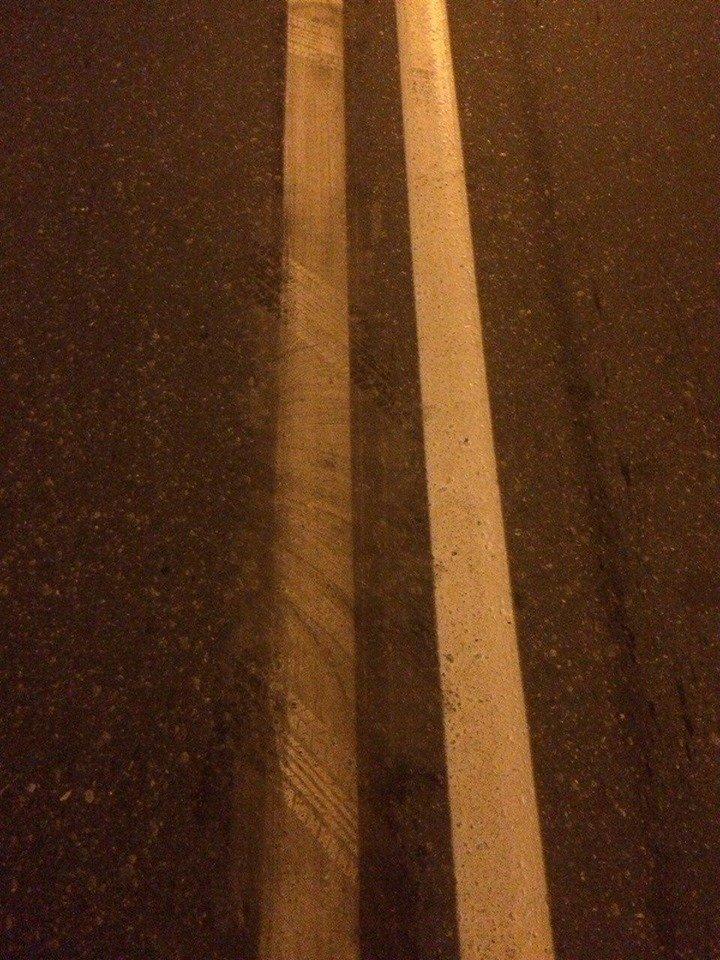 На Гвардейцев Широнинцев харьковчанин пытался... стереть растворителем дорожную разметку (ФОТО), фото-1