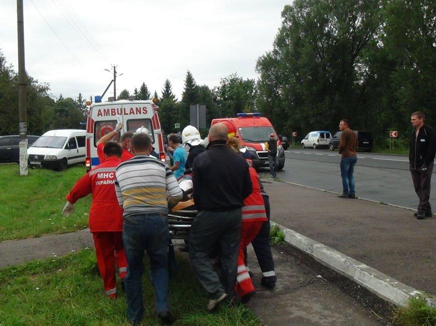 Металева труба пробила ногу 32-річному франківчанину, авто якого злетіло у кювет. Фото, фото-2