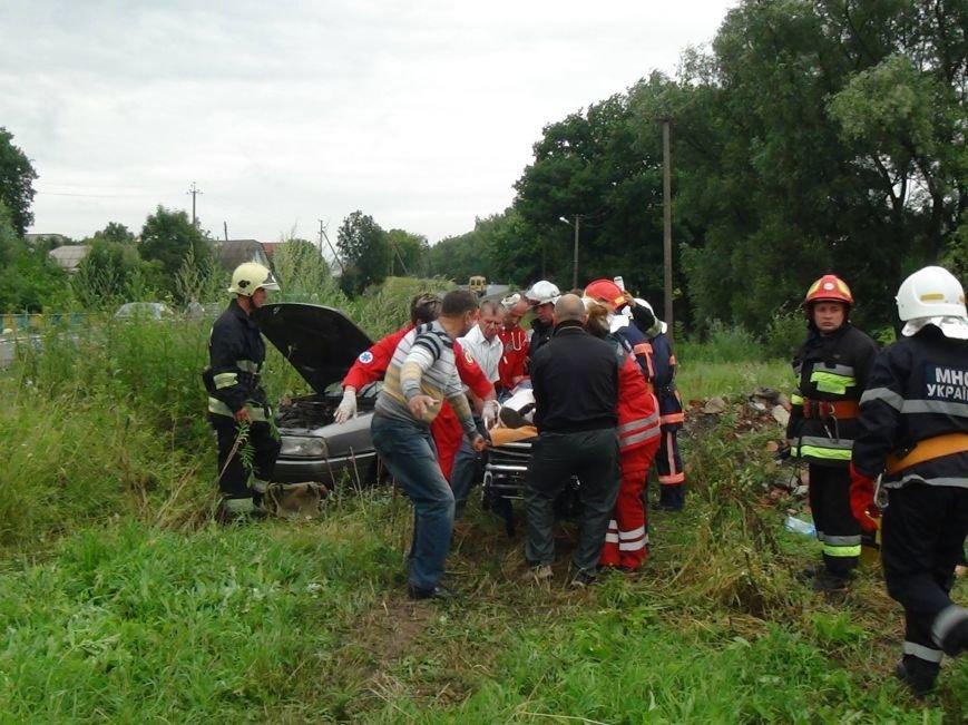 Металева труба пробила ногу 32-річному франківчанину, авто якого злетіло у кювет. Фото, фото-1
