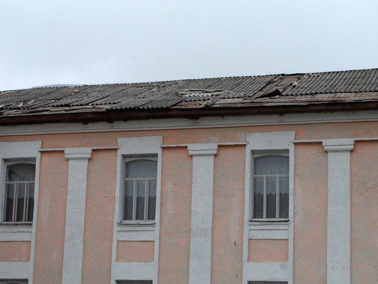 На Сумщине ураган посрывал крыши с домов и школ (ФОТО), фото-11