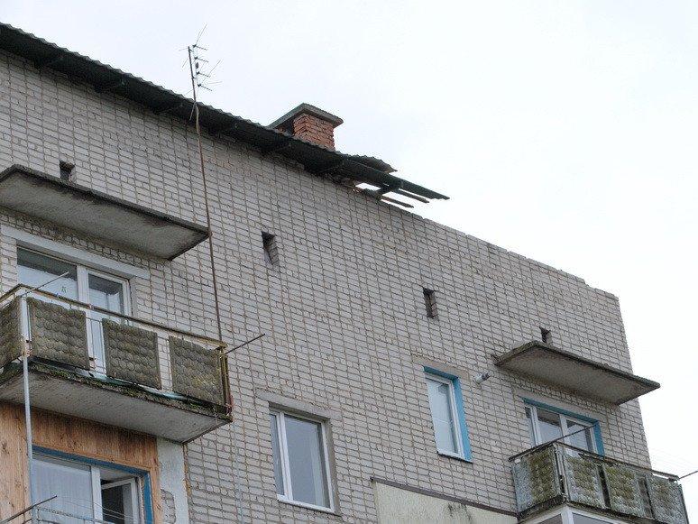На Сумщине ураган посрывал крыши с домов и школ (ФОТО), фото-4