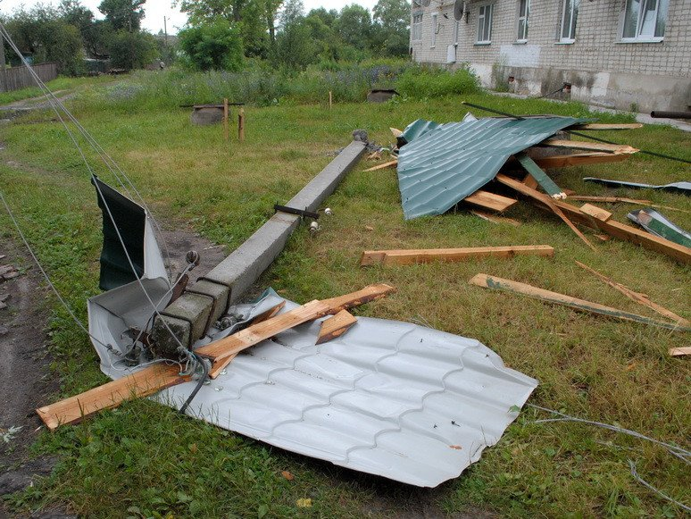 На Сумщині буревій поруйнував школи та будинки, фото-2