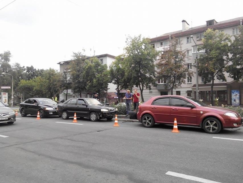 На центральном проспекте Запорожья произошло тройное ДТП (ФОТО), фото-4
