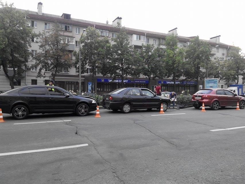 На центральном проспекте Запорожья произошло тройное ДТП (ФОТО), фото-3