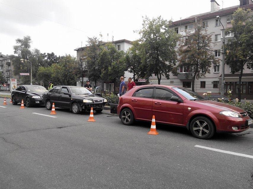 На центральном проспекте Запорожья произошло тройное ДТП (ФОТО), фото-5
