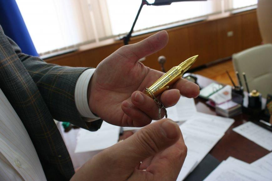 Рабочий стол запорожского губернатора: какими предметами окружил себя Константин Брыль, фото-10