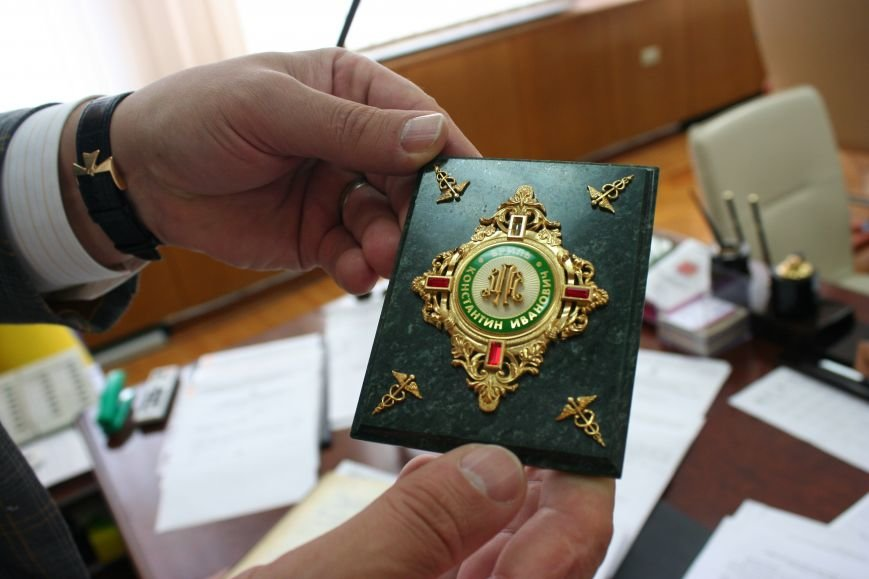 Рабочий стол запорожского губернатора: какими предметами окружил себя Константин Брыль, фото-8